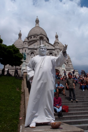Sacre Coeur & moving statue