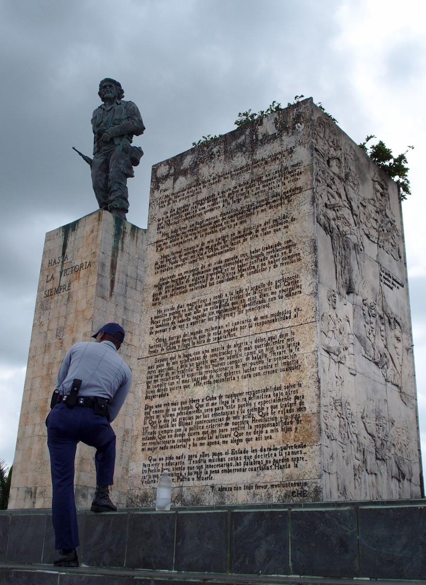 Guard and statue of Che Guevara at his mausoleum in Santa Clara