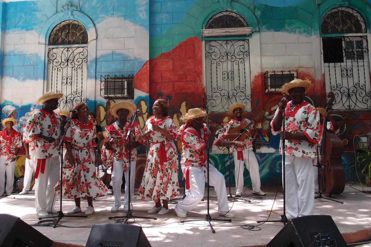 Musicians playing at Casa del Caribe