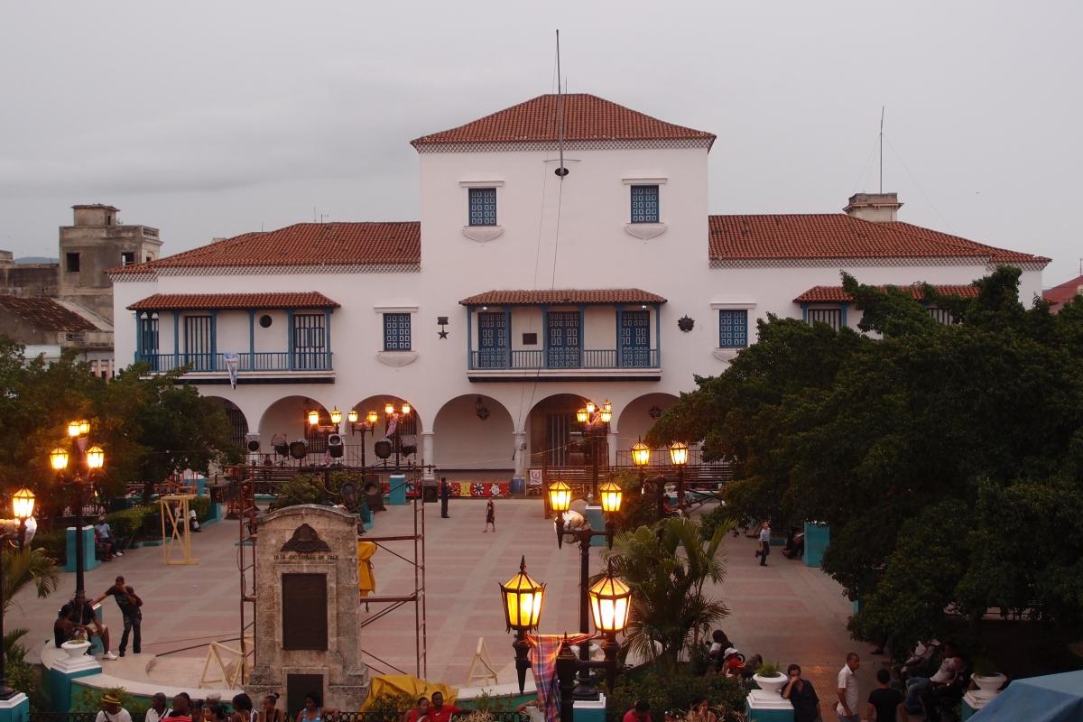 Parque Cespedes and Ayuntamiento in background