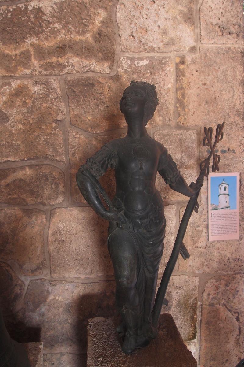 Statue in Castillo de la Real Fuerza