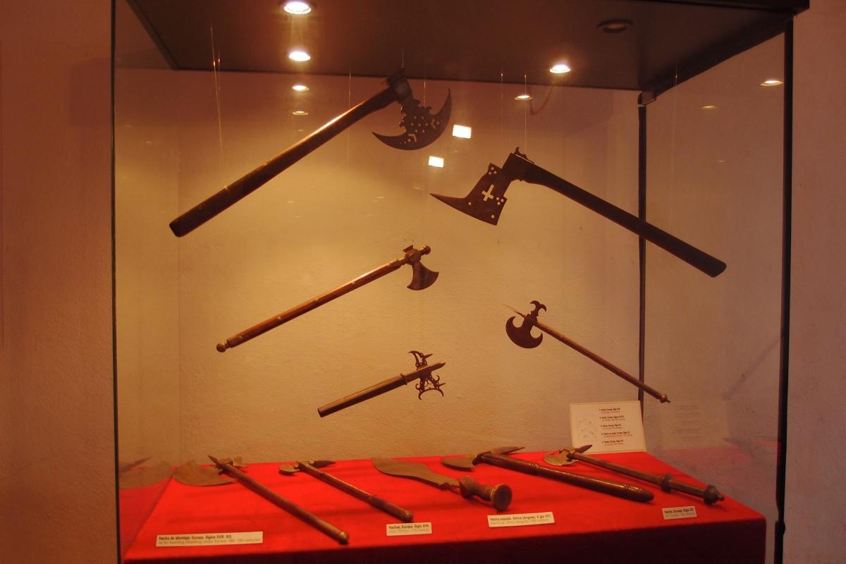 Weapons at Forteleza de San Carlos de la Cabana