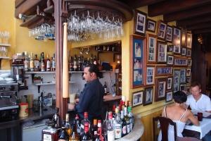 La Guardia bar